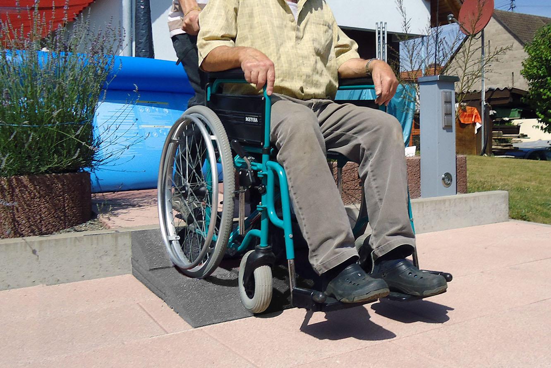 Rollstuhlrampe aus Gummi