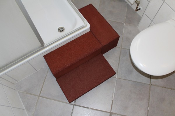 Shower tray entry aid Type III with corner piece connection auburn
