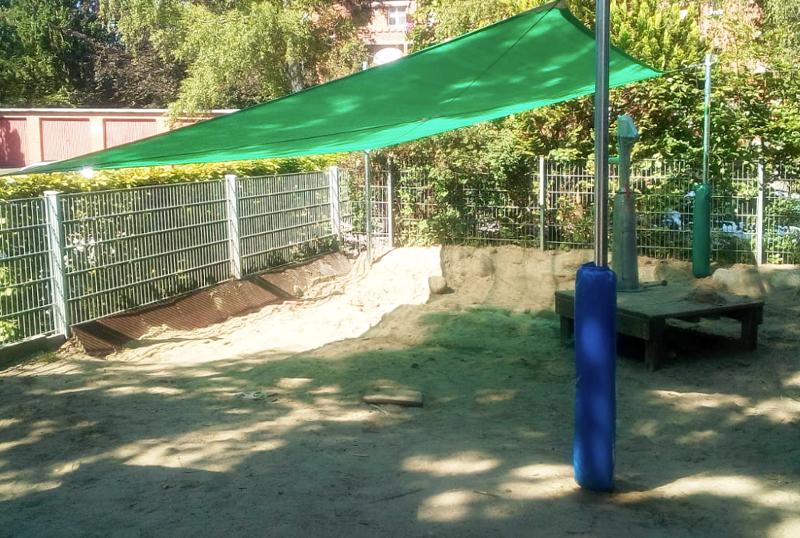 Prallschutz und Schutzpolster für Sonnenschirmmasten