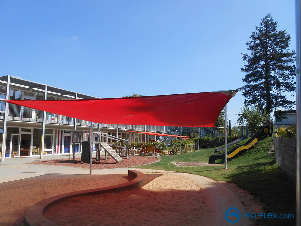 Sonnensegel rot, Kindergarten Solingen