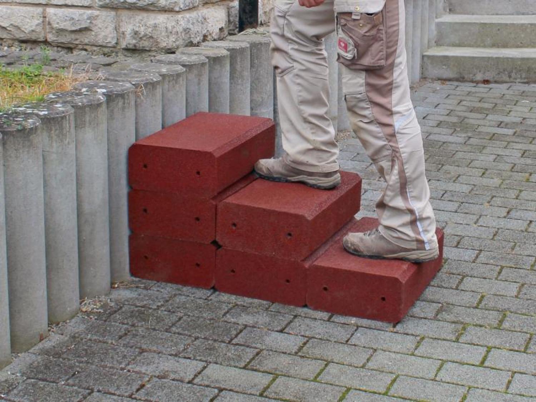 Gartentreppe-aus-Gummigranulat5d02369ccd8e5